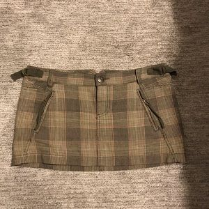 Army green plaid mini skirt. Size 28